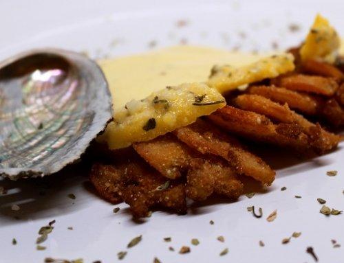 Abalone en tempura con crema de patata y mantequilla clarificada, un manjar